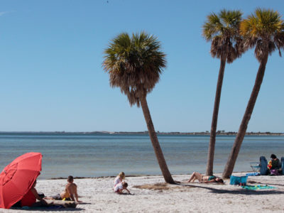 Tampa, Florida. 2/17/2016. Beachgoers at the Ben T. Davis Beach. Photos of the Courtney Campbell Scenic Highway and areas along it. Photo by Bill Serne