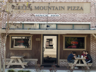 Green Mountain Pizza in Monteverde, Florida | Photos by: Tom Burton