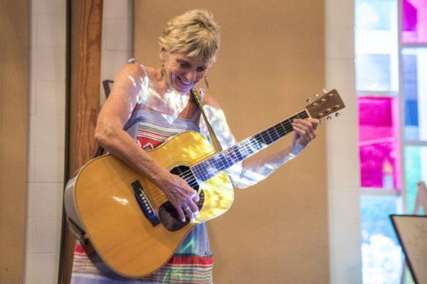 Linda Crider Sings